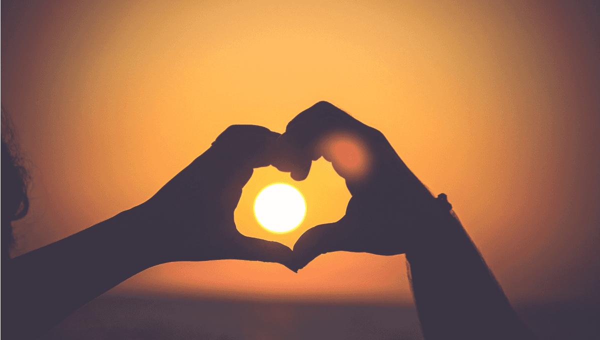 white facebook icon for Grief to Gratitude - Debbie Augenthaler